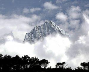 神宿る山(ネパール)
